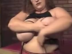 huge bottomed bitch