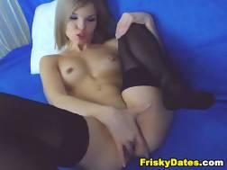 hot blondie chick fingering
