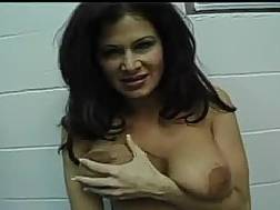 sizzling brunette milf shows