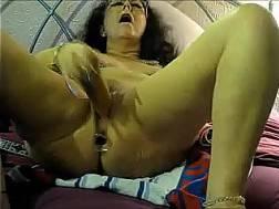 curvy mature bitch satisfies