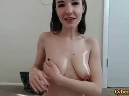 Kinky Rea Oils Her