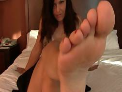 bed feet her lady