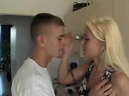 amateur blowjob & penetrates