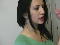 deepthroat beautiful chick makes