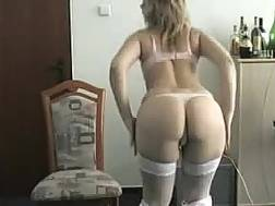 milf blondie housewife plays