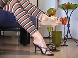 blond mom shows feet