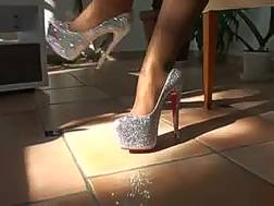 hot girlfriend enjoys showing