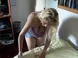 curvy blonde fuckbuddy flashes