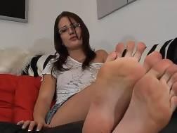pretty amateur nymph demonstrates