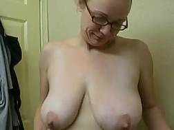 wifey shows big boobies