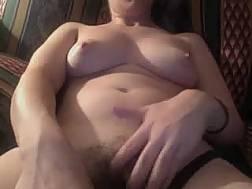 amateur lady plays tits
