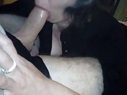 amateur cougar giving deepthroat