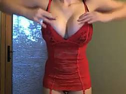 boobed darkhaired girlie red
