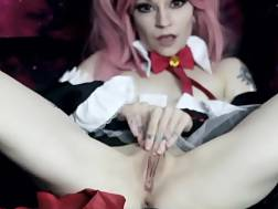amazing cosplay chick going