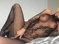 putting body stockings solo
