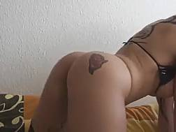 darkhaired tattooed livecam girlie
