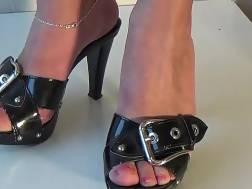 idea girlfriends feet turn
