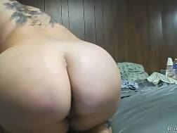 tattooed busty chick gets