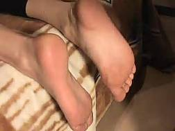 enjoy exposing playing feet