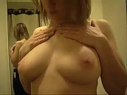 blonde mom shows natural