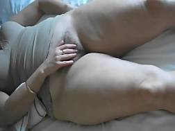 mature lady rubs hairy