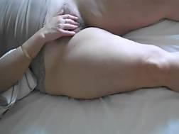mature lady rubs hairy