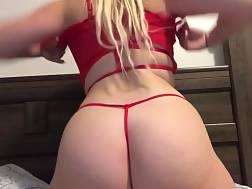 girlie shakes big booty
