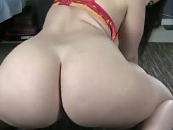 curvy slut makes herself