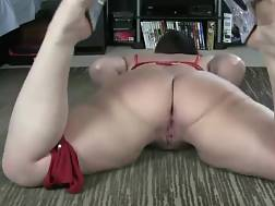curvy slut makes herself