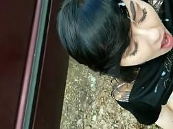 black haired girl sucks