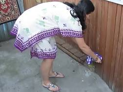 russian chick pissing standing